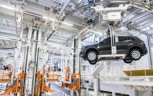 <h5><strong>AUTOS</strong></h5>Volkswagen invertirá €22.800 millones en sus fábricas de todo el mundo
